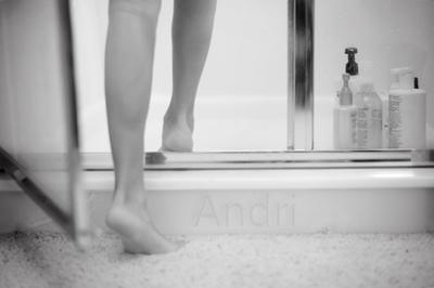 Контрастный душ. Андри Агатов. андри агатов andri agatov модель душ ноги ступни красивый мальчик эмо бой boy