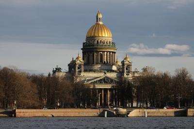 Вид на Исаакиевский Собор Санкт-Петербург