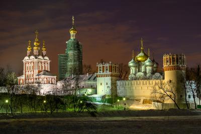 Воскресный вечер. Новодевичий монастырь.