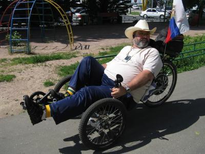 ***Инвалид на прогулке вело велосипед трайк покатушки