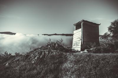 Дом неизвестного архитектора с видом на туман