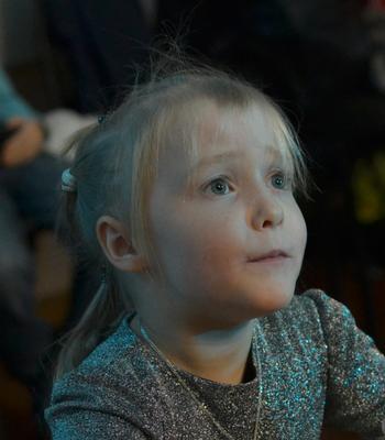 Слушая скрипку... ребёнок девочка дети портрет эмоции заворожённая