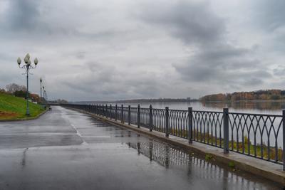 Октябрь, моросит... (#1) город Рыбинск набережная река Волга осень дождь моросит