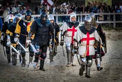 8 рыцарей рыцари средневековье мечи