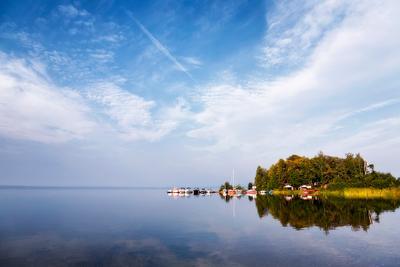 Отражение утра озеро Увильды утро зеркало красота яхты