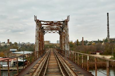 Железнодорожный мост мост рельсы река херсон железная дорога днепр кошевая