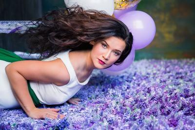 *** фиолетовый цветы стена волосы фотографильясорокин ильясорокин модель студия портрет