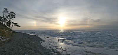 Рассветная.. гора дерево галька берег озеро лед солнце ореол