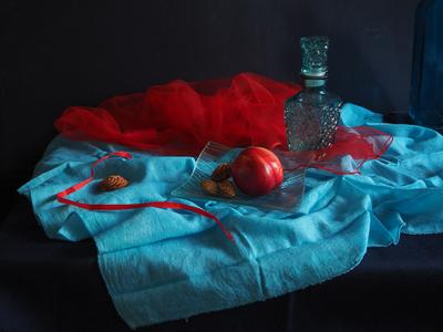 С красной ленточкой Бирюзовое красное нектарин