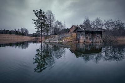 Убежище отшельника карелия озеро дом баня отшельник деревня скала сосна лес облака пейзаж природа