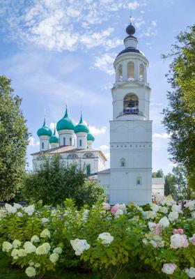 Введенский собор с колокольней в Толгском монастыре Ярославль