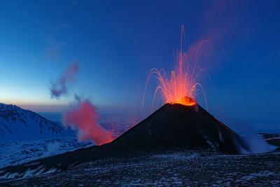 Корона для Королевы Камчатка вулкан извержение природа путешествие фототур пейзаж лава рассвет звезды