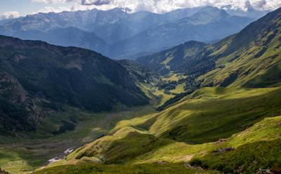 Вид на долину у подножья Агепсты. горы