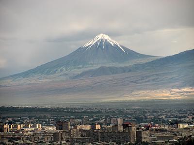Малый Арарат горы небо вечер город облака
