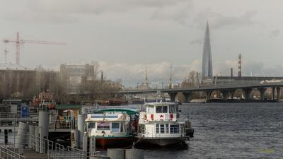 Питер. Стоянка речных судов на набережной Макарова