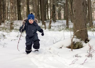 В поисках приключений! Ребёнок зима снег лес прогулка