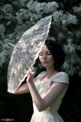 Spring vintage весна девушка цветущие яблони цветы белые белое платье винтаж кружевной зонтик камея готическая альтернативная неформальная модель эсфирь girl spring flowering apple tree flowers white esfir
