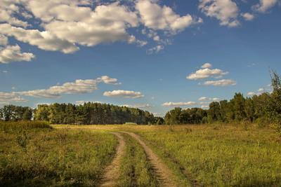 Дорога с облаками.