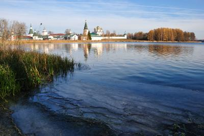 Осень на Валдае. Ваклдай монастырь озеро осень