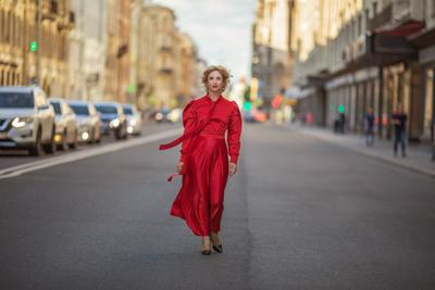Прогулка Питер девушка красное платье фотография женщина Москва прогулка