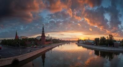 Встречая рассвет Москва Кремль Кремлёвская Софийская набережная река рассвет