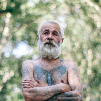 Одесский бомж Одесса Украина Бомж тату борода