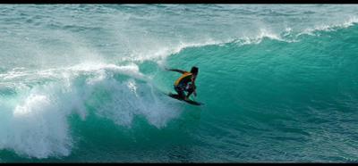 Под гребнем волны серфер сефринг волна океан бали улувату surf surfing bali