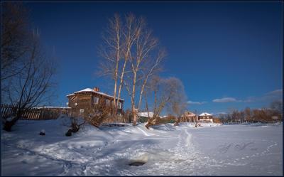 Дом у реки .... Дом у реки Фубра 24.02.18 Судогда.Река Судогда.Снег.Прорубь.Солнце.Тополя