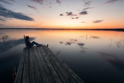 Конец очередного дня Пейзаж закат озеро девушка небо