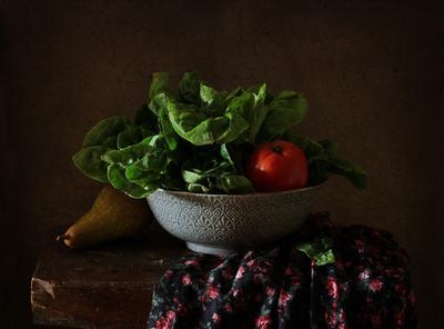 С зеленым салатом..