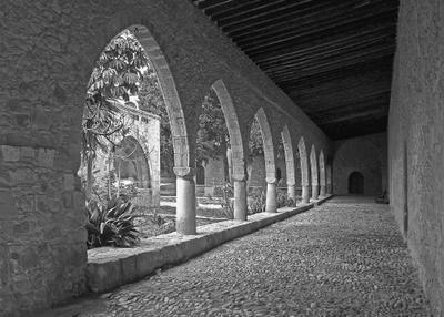 Уводящая в прошлое ... галерея арки стены монастырь Айя-Напы