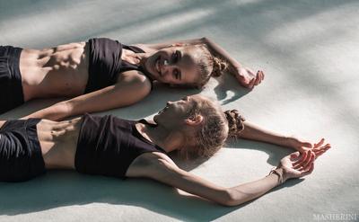 Прилегли отдохнуть спорт девочки пресс свет Одесса гимнастика