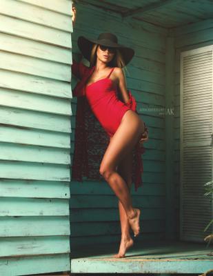 """Fashion Editorial """"Summer Heat"""" дизайнерская одежда купальники боди аксессуары журнал Elegantmagazine модель фотомодель студия цвет свет красота образ лицо бьюти фешн"""