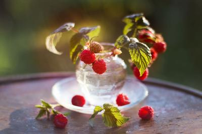 Малинка Июль ягода малина урожай аромат лето вкусно свет солнце закат