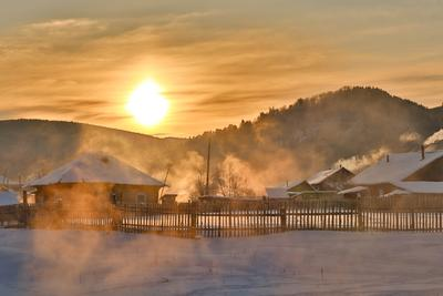 *** восход туман утро горы сибирь деревня дом