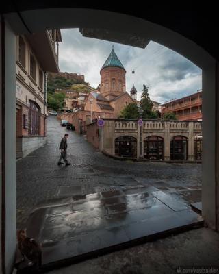 Дождливый Тбилиси Тбилиси Грузия путешествие архитектура город городской пейзаж уличная фотография iphone 12 pro церковь православие храм