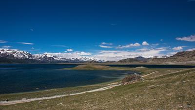 Хотон-Нуур Монголия долина горы июнь облака дорога национальный парк Таван Богд аймак Баян Улгий степь озеро Хотон-Нуур