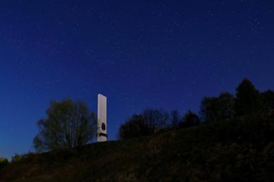 Шуя. Звёздное небе над мемориалом памяти жертв Великой Отечественной войны. Шуя город Ивановская область вечер звёзды астрофотография