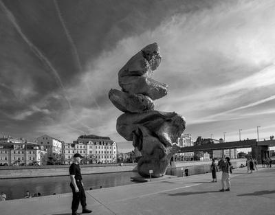 БОЛЬШАЯ ГЛИНА № 4 Москва скульптура БОЛЬШАЯ_ГЛИНА_ 4 Урс_Фишер