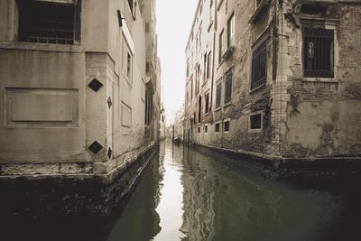 Вот такой я увидел Венецию. Городская улочка_2.