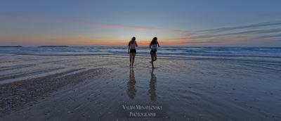 Утомленное солнце нежно с морем прощалось море Израиль закат девушки sea Israel sunset girls vakomin