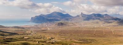 Вид на Коктебель горы долина Крым облака море