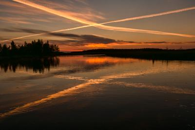 перекрёстки двух стихий или крестики-нолики отражение Карелия небо штиль озеро