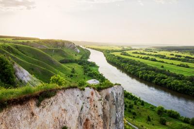 В зелёный бархат одетые луга пейзаж природа вечер лето солнце река Дон меловые горы меловыегоры луга Сторожевое берег