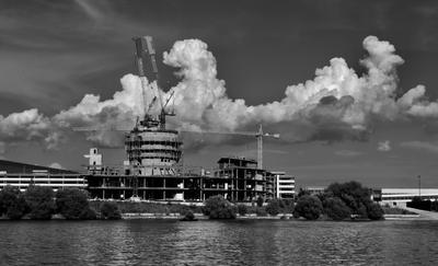 ***Дыхание города.. река облака стройка город