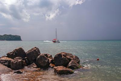 Прогулка в море море камни