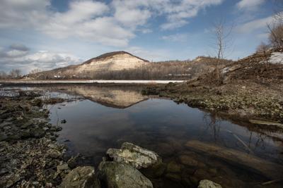Весной пейзаж гора река вода отражение весна облака