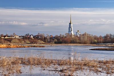 Разлив на реке Тезе. Теза река город Шуя собор церковь Воскресенский колокольня Ивановская область