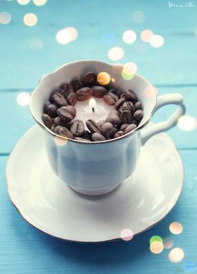 Зимнее утро свечка чашка кофе блюдце натюрморт зима