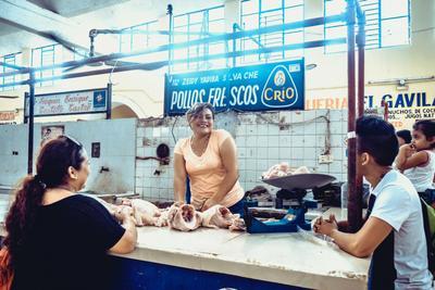 Продуктовый рынок в городе Вальядолид Мексика рынок люди женщина